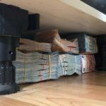 Politie vindt 600.000 euro cash onder keukenblok